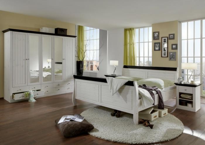 kleiderschrank weiß schlafzimmer runder teppich frische wände