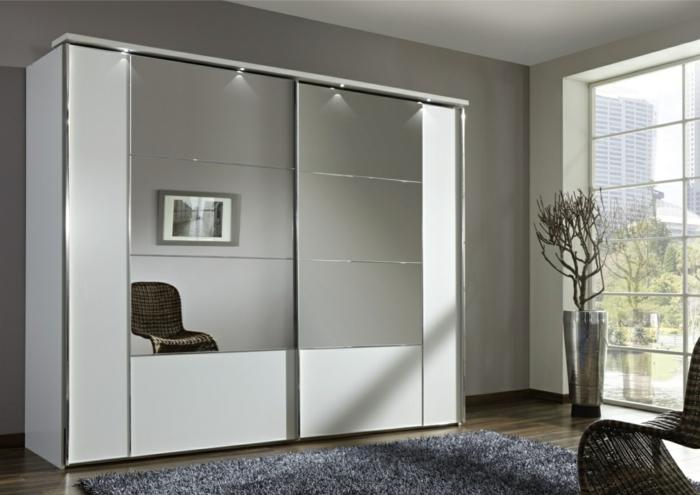 kleiderschrank weiß spiegel frontseite schiebetüren grauer teppich