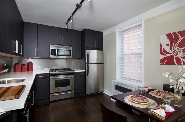 kleine küchen einrichten dunkle küchenschränke küchenrückwand