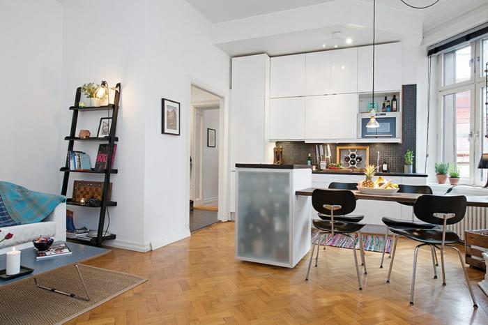 kleine küchen einrichten farbiger teppichläufer weiße wände küchenrückwand
