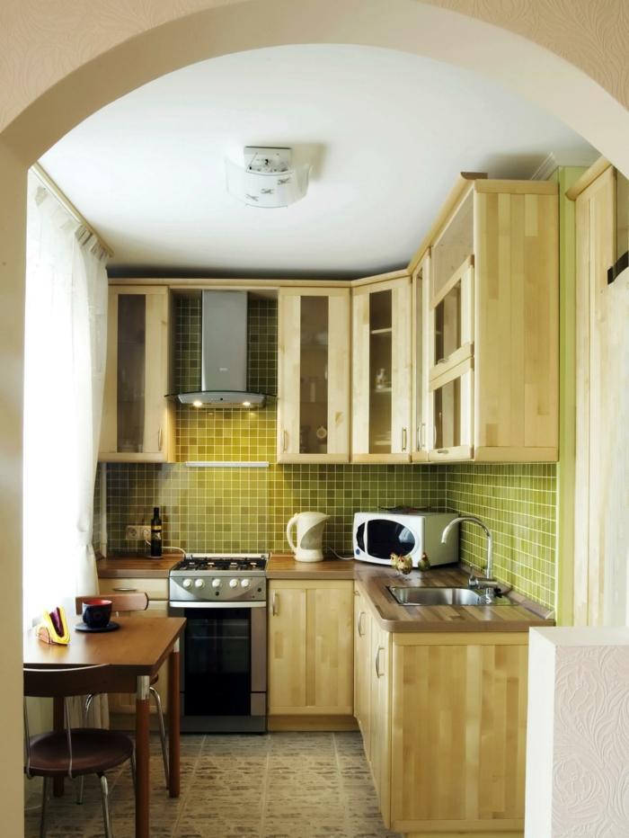 kleine küchen einrichten grüne wandfliesen kleiner essbereich