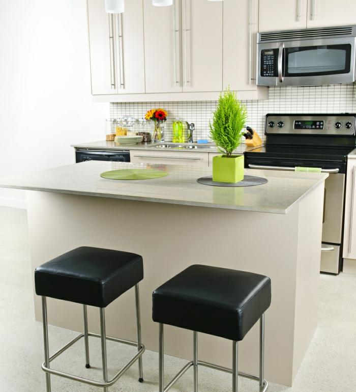 kleine küchen einrichten kücheninsel barhocker schwarze akzente