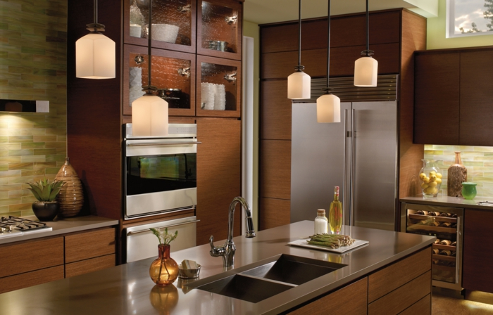 kleine küchen einrichten pendelleuchten kücheninsel wandfliesen