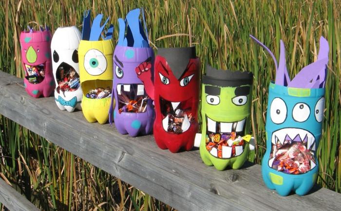 kreatives basteln flaschen farbig monster halloween außendeko