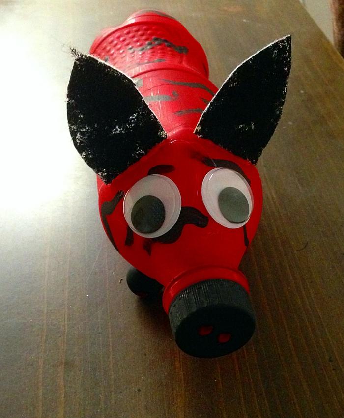kreatives basteln wasserflasche bemalen schwein