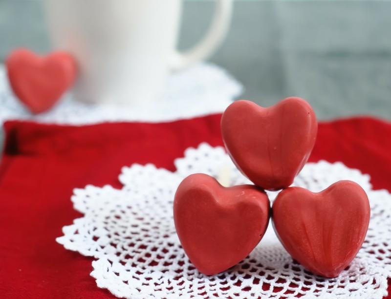 kurze Liebeserklärungen Bilder Valentinstag Geschenke rote Herzchen