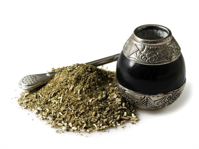 matetee gesundes getränk kalebasse bombilla alte tradition wachmacher energie