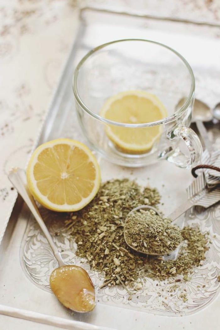 matetee trinken gesund wachmacher zitrone honig