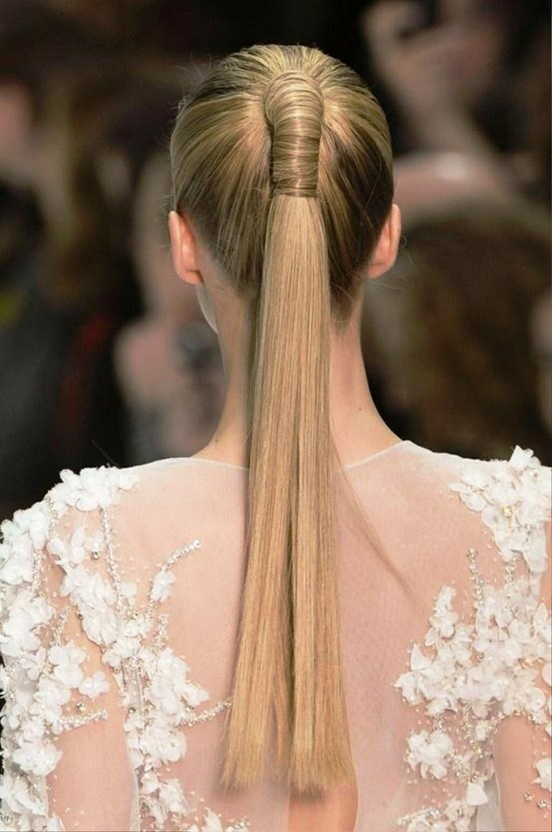 moderne Brautfrisuren lange Haare Pferdeschwanz