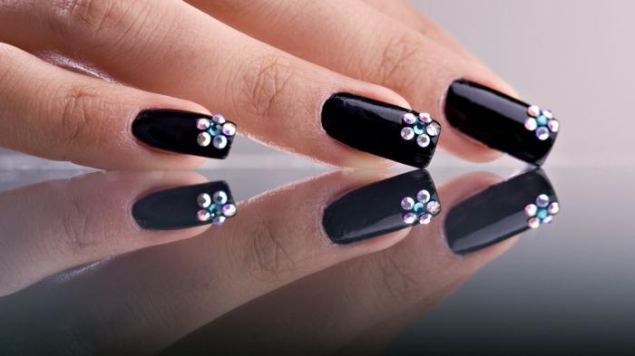 nageldesign schwarz blume nagellack trends