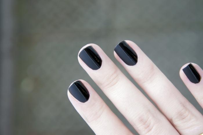 nagellack ideen schwarz elegant matt hälfte