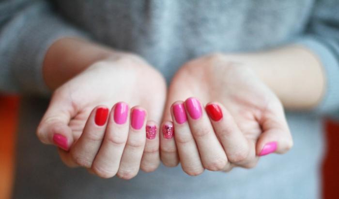 nagellack ideen rot rosanuancen frisch schönheit tipps