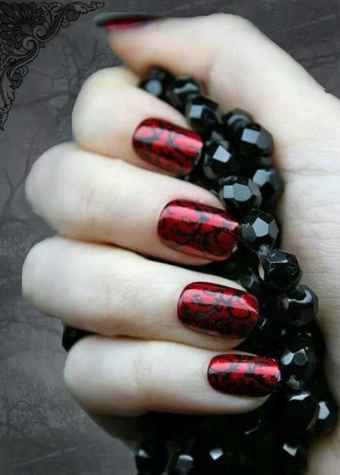 nagellack ideen rot schwarze ornamente stilvoll schick