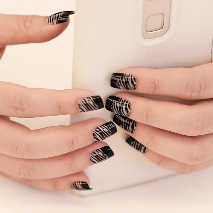 nagellack ideen schwarz zebra besonders schick