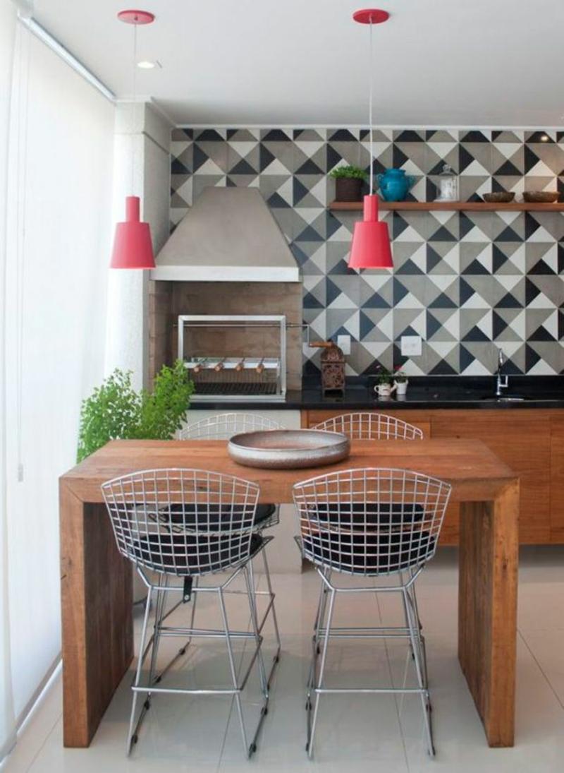 neue Wohntrends Küche mit Essbereich Holzmöbel Tapeten Muster