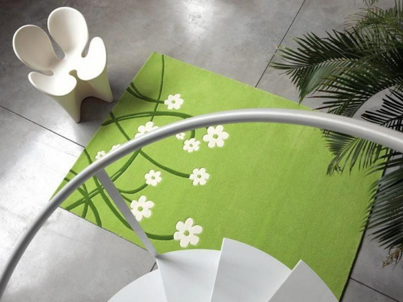 neue Wohntrends grüner Teppich Blumenmuster Wohnungseinrichtung Ideen