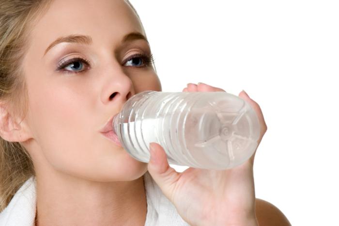 nieren stärken tipps gesundheit wasser trinken