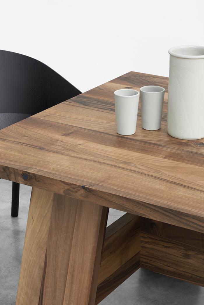 raumgestaltung möbelkauf massivholz esstisch becher sessel modernes design