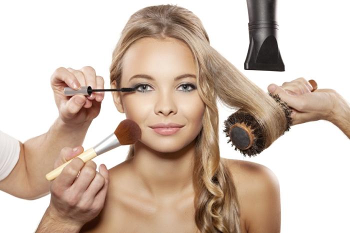 richtige haarpflege hautpflege winter schminken föhnen schonend haarbürte föhn