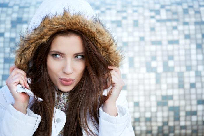 richtige haarpflege winter lange haare hut kaputze