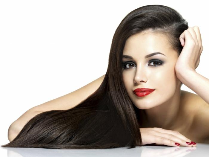 richtige haarpflege winter lange haare pflegen rote lippen nagellack