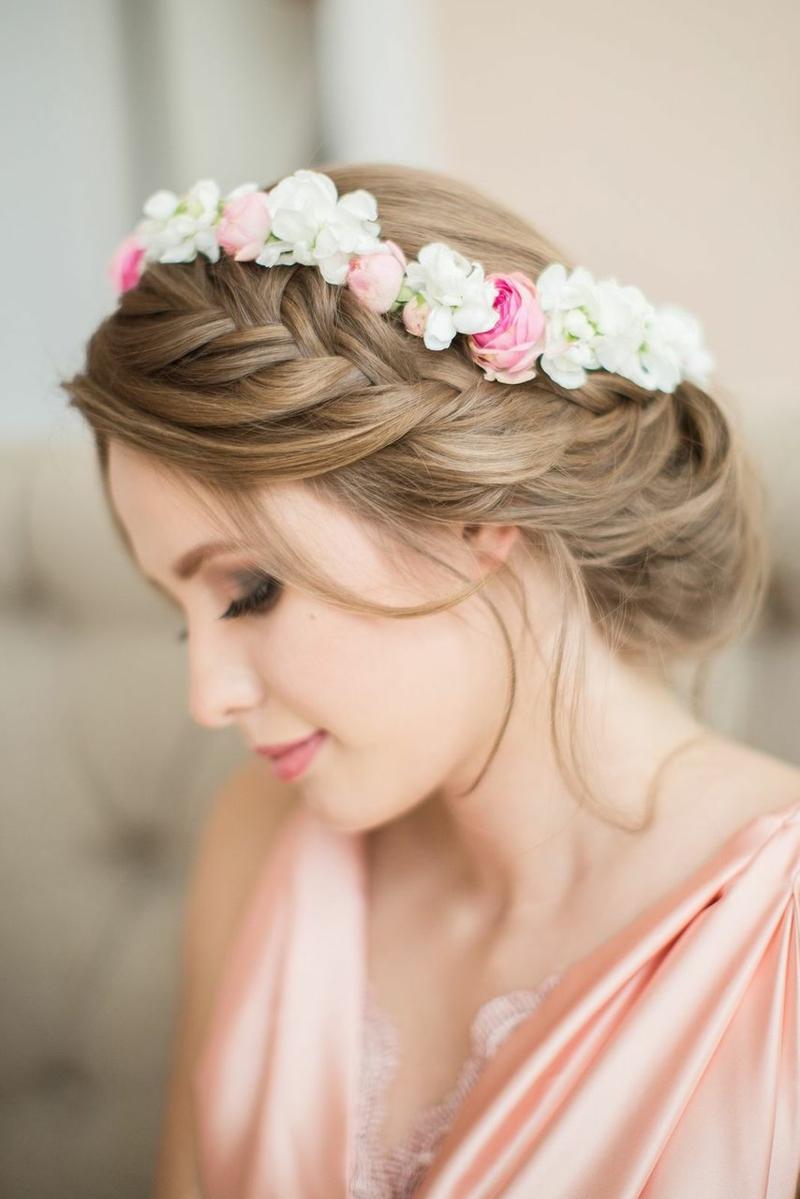 romantischer Haarschmuck Braut Flechtfrisur mit Blumen