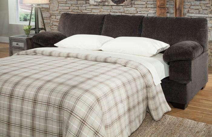schlafsofas design schick komfort wohnzimmer steinwand
