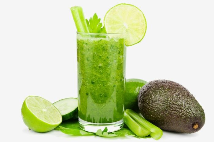 schnell und gesund abnehmen tipps gesunde smoothies grün avocado zitrone petersilie sellerie