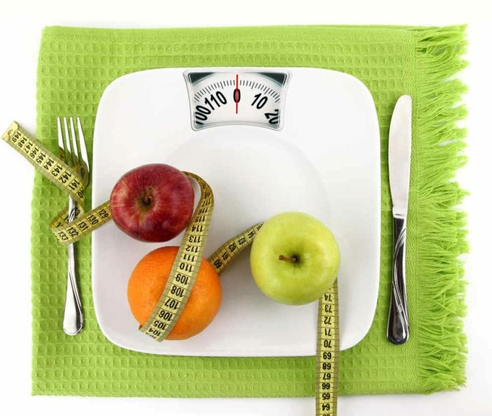 schnell und gesund abnehmen tipps gesundes essen äpfel waage besteck