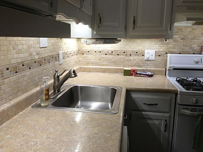 schrankleuchten unterschrankbeleuchtung küche mosaikfliesen