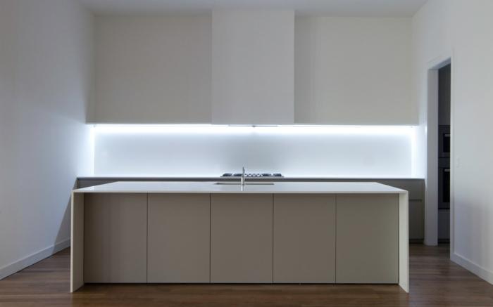 schrankleuchten 30 ideen wie sie mehr licht in den schrank bringen. Black Bedroom Furniture Sets. Home Design Ideas