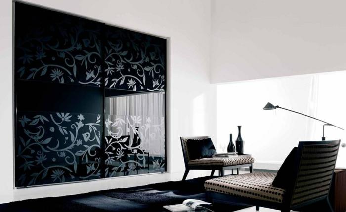 schwarzer kleiderschrank eingebaut coole frontseite schiebetüren