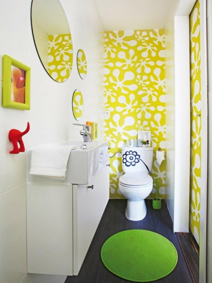 Dunkle Tapete An Welche Wand : tapete muster kinderbadezimmer farbige tapete runde badspiegel wei?e