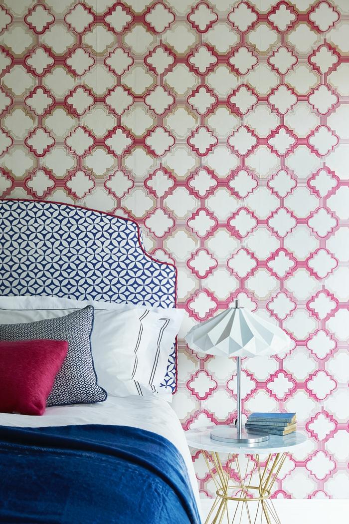 Tapetenmuster Schlafzimmer Wandgestaltung Ideen Geometrisches Muster  Tischlampe