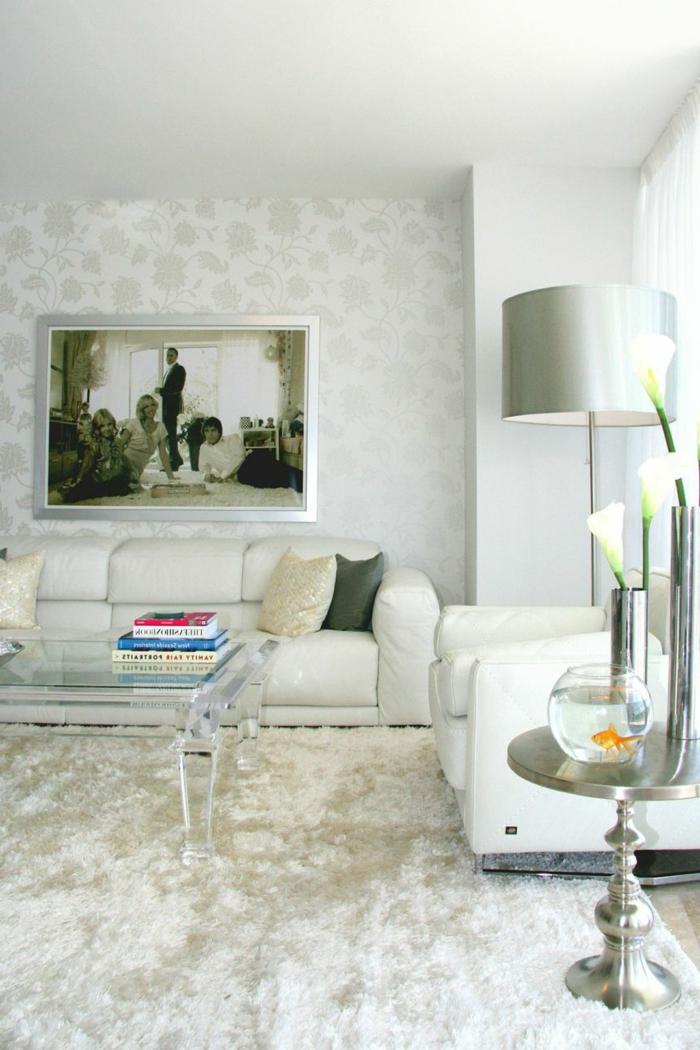 tapete muster wohnzimmer wandgetstaltung wohnzimmerteppich weiße wohnzimmermöbel