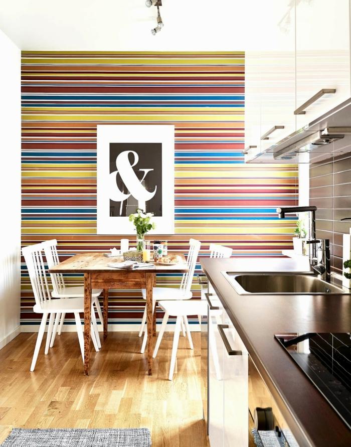 tapetenmuster küche streifenmuster teppichläufer wandgestaltung ideen