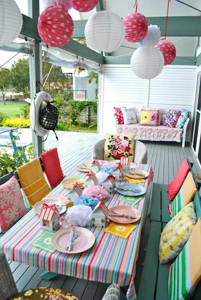 50 ideen f r tischdeko gartenparty unter freunden beispiele die sie weiter bringen. Black Bedroom Furniture Sets. Home Design Ideas