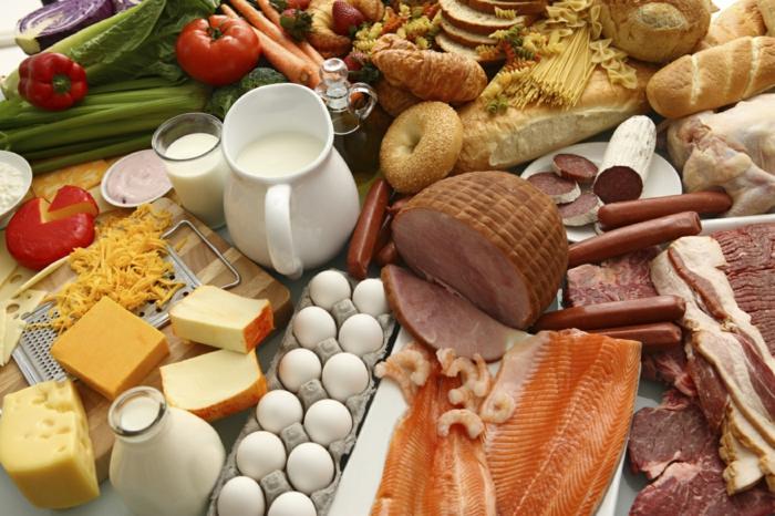 trennkost ernährung gesund frisches obst früchte gemüse milchprodukte käse eier fisch