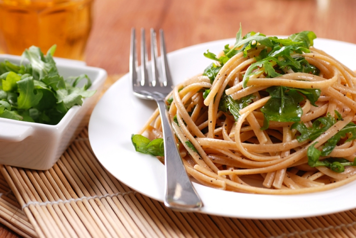 trennkost ernährung gesund kochen spaghetti nudeln vollkorn rukola