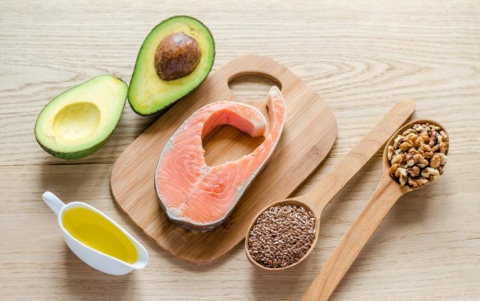 trennkost ernährung gesunde fette lachs avocado olivenöl walnüsse buchweizen