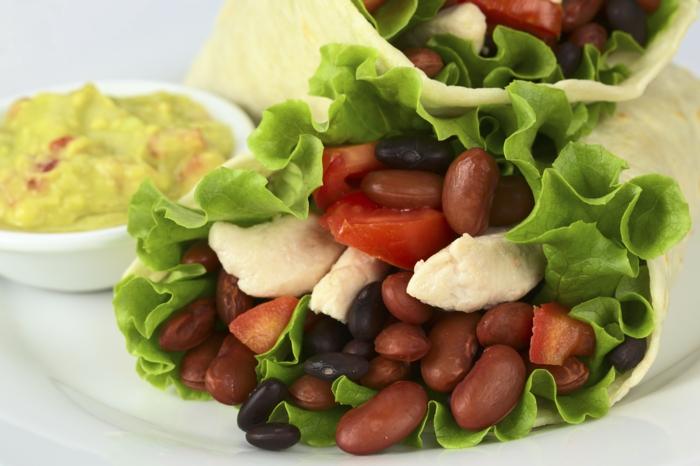 trennkost ernährung essen system guacamole grüner salat bohnen tomaten hähnchenbrustfilet