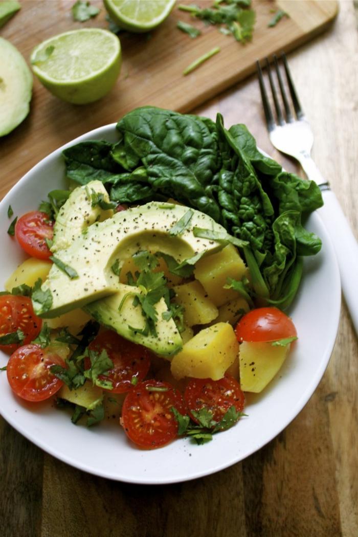trennkosternährung gemüse süßkartoffeln avocado cherry tomaten spinat salat