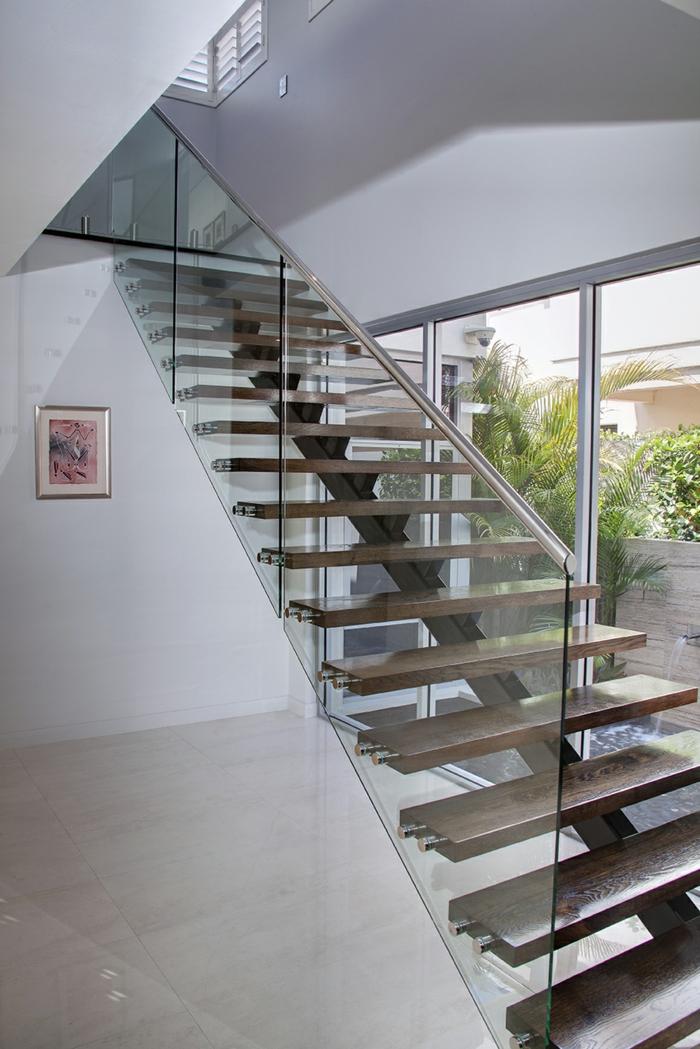 treppengeländer glas ausgefallene treppe modernes interieur