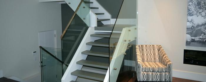 treppengeländer glas treppenstufen aluminium wohnideen innenarchitektur