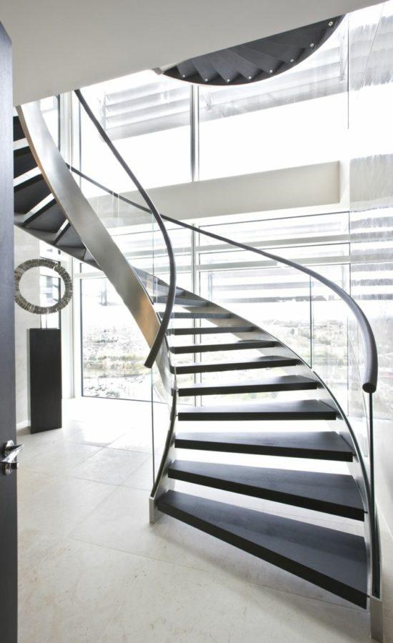 treppengeländer-glas-wendeltreppe-panoramafenster-bodenfliesen