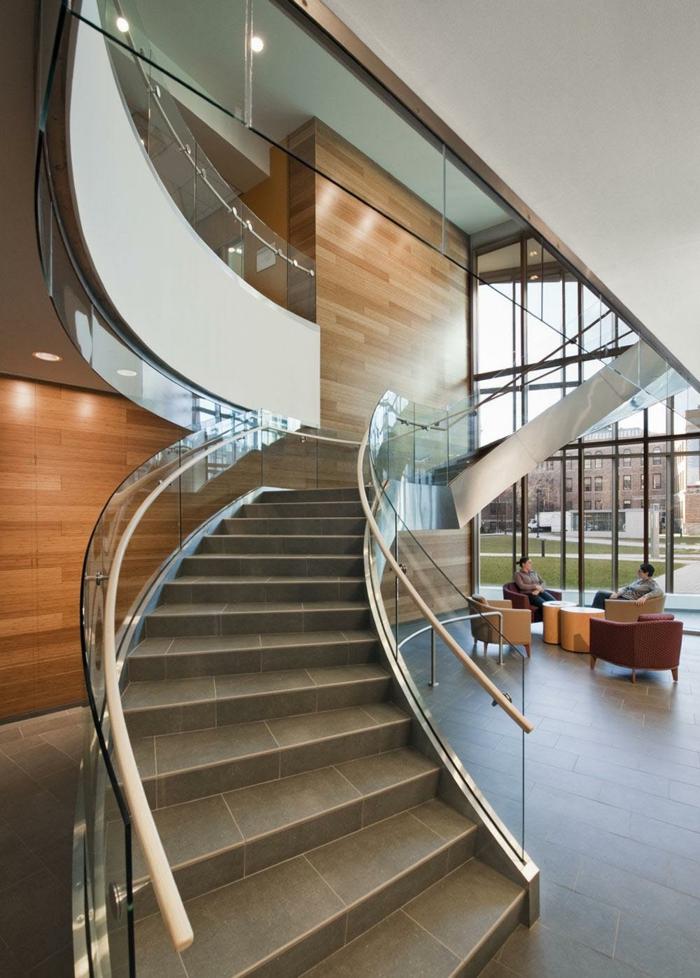 treppenhaus gestalten gläsernes geländer fliesen innenarchitektur ideen