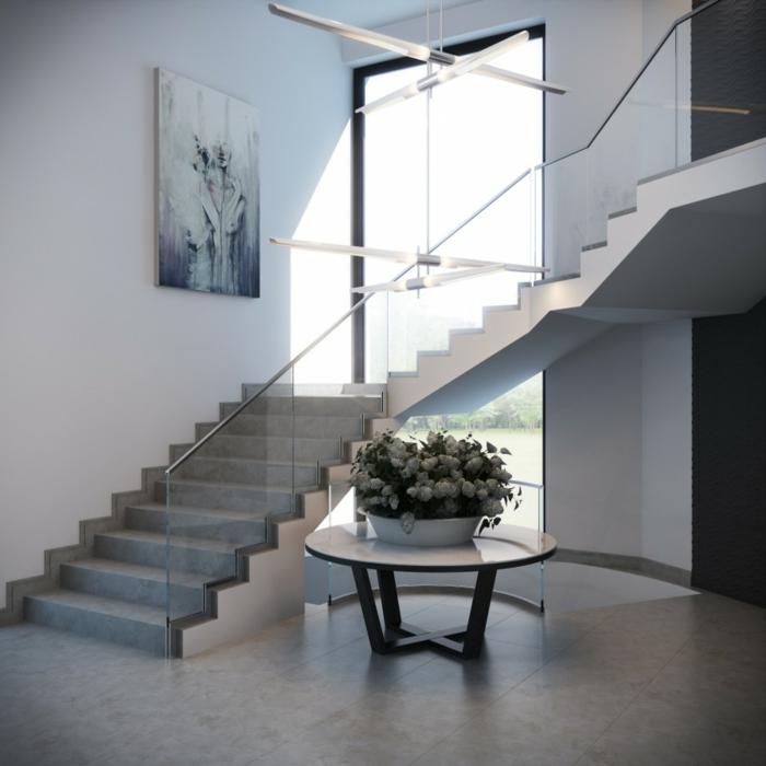 treppenhaus gestalten gläsernes geländer runder beistelltisch wohnideen flur