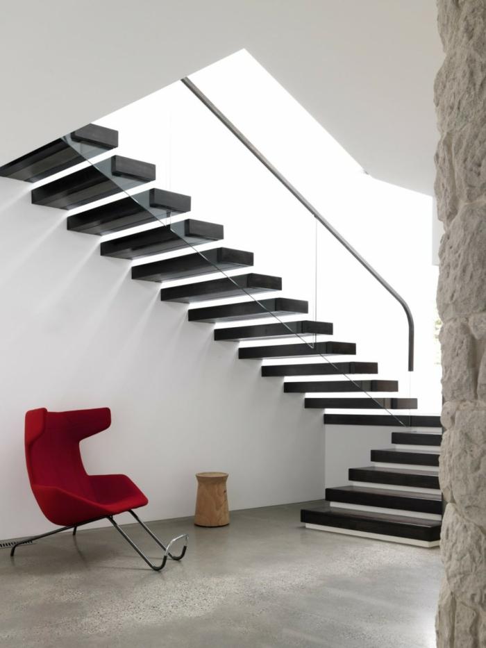 treppenhaus gestalten gläsernes treppengeländer freistehende treppenstufen schwarz
