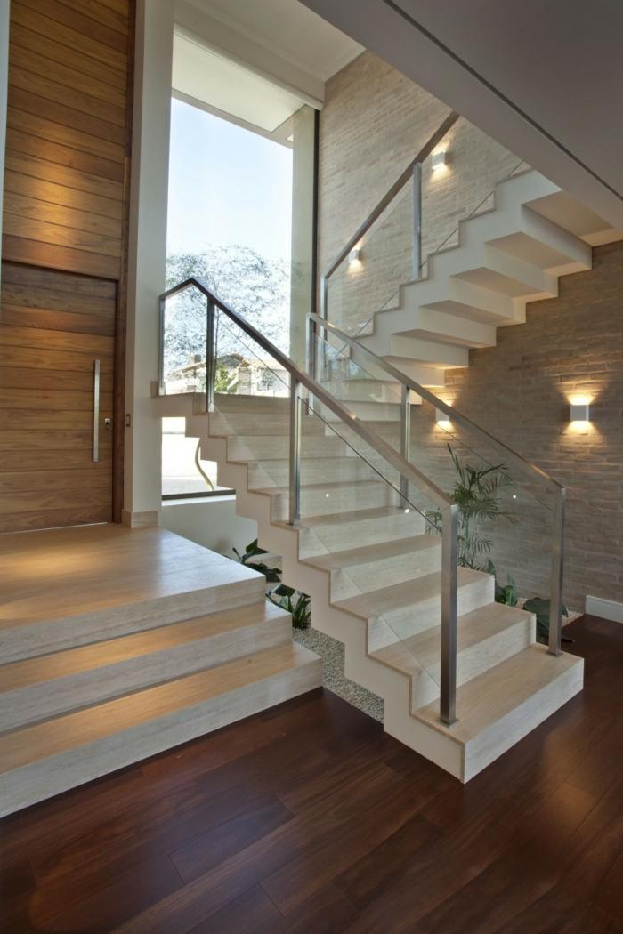 treppenhaus gestalten weiße treppenstufen gläsernes treppengeländer