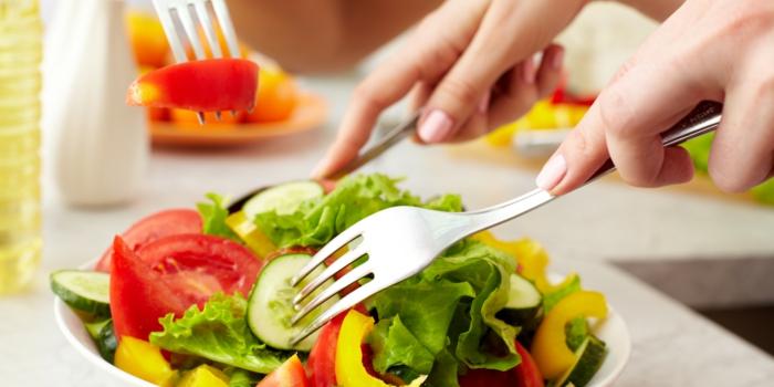 trockene hände tipps salat früchte gemüse gesundheit